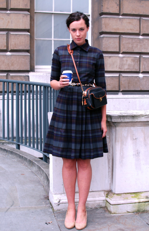 modcloth:  THE STYLE SCOUT - London Street Fashion: Just a quicky… Before I arrive late at STUART SEMPLE's thing, at the Old Vic…  Lovin' this look!