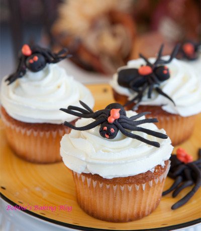 Apple-Pumpkin Cupcakes (with spiders, nom) // Recipe via Bobbies Baking Blog (sorry i've been slacking with updates the past two weeks - stupid life getting in the way of noms.)