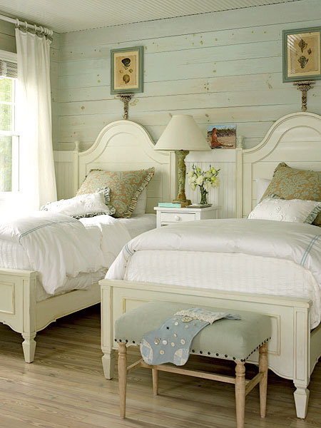 Cottagy Bedroom! Love this bedroom and it's country cottage feel.