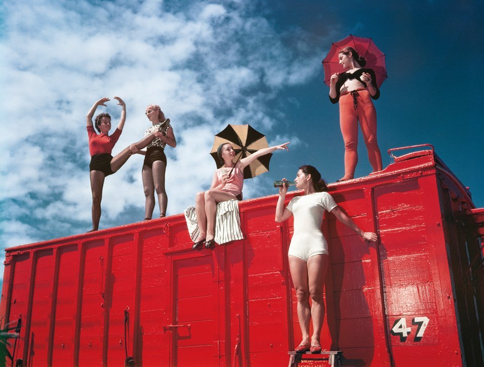 How The Circus Gets SetPhoto by Stanley Kubrick1948 more info via taschen / thx brainpickings