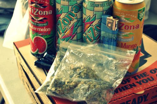 ijusdntgivafuq:  everything u need for a good smoke session ;D