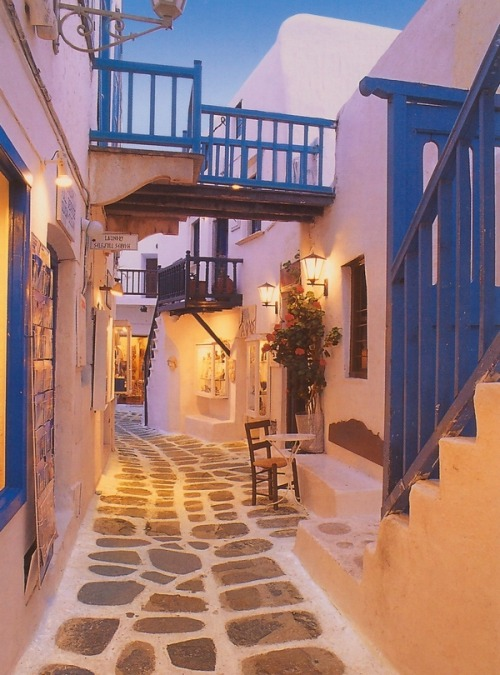 theworldwelivein:  (via A Sojourn to Remember in Santorini's Good Graces | The Beautifulist)