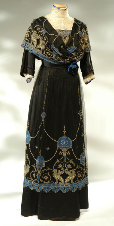 oldrags:  Dress, ca 1910, Abiti Antichi    All that detail work…ugh.