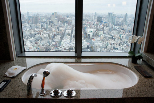 bl-ossomed:  omg dream   If this is my view I would never leave the bath