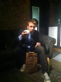 Chris Hardwick is enjoying his burrito (via @mattmira)