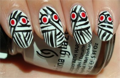 These mummy nails are too cute! Perfect for Halloween! (via Mary S.)