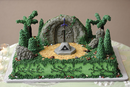 notoriouscupcakes:  zelda cake  WANT