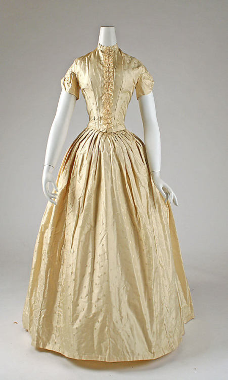 Dinner dress ca. 1841-1846 via The Costume Institute of the Metropolitan Museum of Art