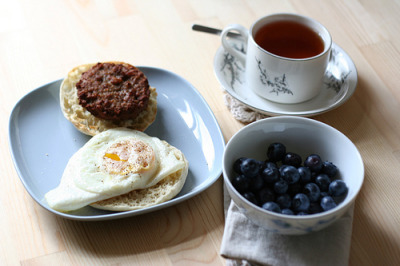 "lifeisyourstomiss:  fitnessluvr:  foreverhealth: 10 Reasons to Eat BreakfastBreakfast restores sugar levels after up to 12 hours of not eating. It is extremely difficult to get all of your necessary daily nutrients without breakfast. Adults who skip breakfast are less mentally and physically efficient for longer periods during the day. People who eat breakfast are more successful at losing weight and sticking to a diet. Athletes who skip breakfast train less effectively. Eating breakfast can raise metabolism by as much as 10 percent. People who eat breakfast regularly are more likely to rate their health as ""excellent"" or ""good."" Missing breakfast increases your chance of heavy machinery and factory accidents. Eating breakfast has been shown to increase concentration. Eating a bigger meal in the morning and a smaller meal at night optimizes your daily energy levels. Building a Balanced BreakfastBreakfast should provide at least one quarter of the calories you need for the entire day. Most nutritionists agree that a good breakfast contains the following ingredients: At least one serving of  fiber At least one fruit and/or vegetable Milk or another source of calcium Protein, i.e., from meat, cheese or eggs If this sounds like a tall order, it's not. A bowl of cereal with fruit, a cereal bar with a glass of milk or a pita pocket with ham and cheese all fill the bill, as do bigger, traditional breakfasts, like eggs, ham and juice or blueberry pancakes with bacon. And, yes, cold pizza (with a glass of milk) qualifies as a healthy breakfast alternative. Never eat breakfast? If your usual breakfast is a cup of coffee, start small by incorporating a glass of juice or milk into your morning routine for a week or so, and then gradually build up to a balanced meal. If you think you don't have time in the morning, consider making breakfast the night before or buying ready-made alternatives, such as cereal bars and juice boxes. (http://www.lifespan.org/services/nutrition/articles/breakfast.htm)  my unanswered question will always be this: when do you have to eat for it to be considered breakfast? ^_^  You should eat within an hour of waking up to wake up your metabolism, otherwise it's still in fasting mode."