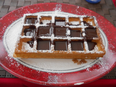 candyexpress:  Belgium waffles with hot chocolate sauce, in Belgium. Lush.