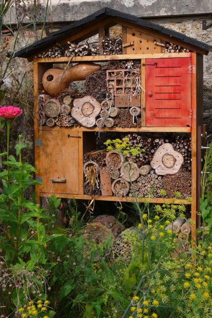 iheartloons:  Insect house and bee colony on the grounds of the Potager du Roi, where the original gardens date back to the reign of Louis XIV (1678).