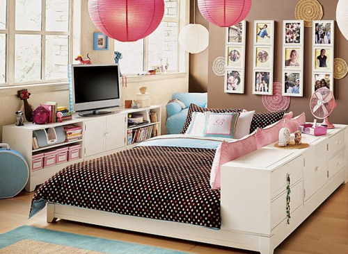 leather-and-platforms:  Oh my gosh. I want this room. I wish PB teen was in UK.