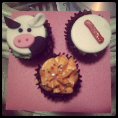 Little cute cupcakes! :) pasalubong from lovey! :)
