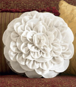Tutorial : Chrysanthemum Pillow (via sewing.org)