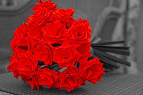 kittymccormick:  Origami Roses by Jiun-Howe on Flickr. yes please… a bunch of Origami roses would be lovely!!!!