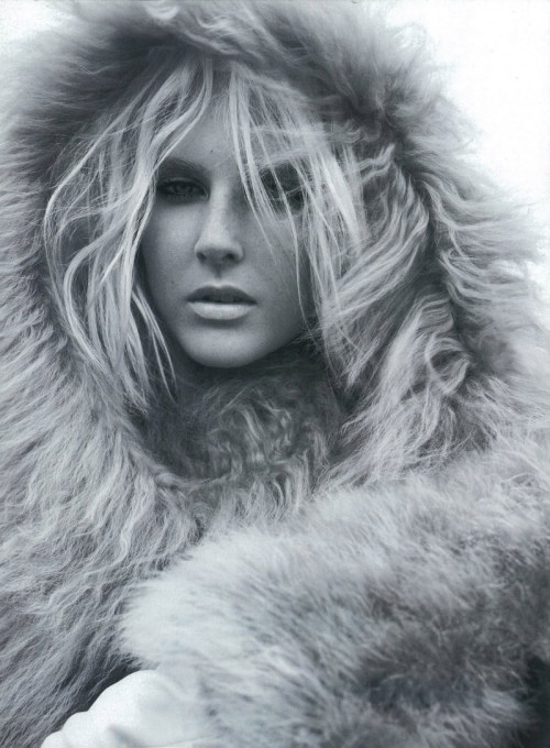 Lisanne de Jong by Miguel Reveriego for Harpers Bazaar UK November 2011