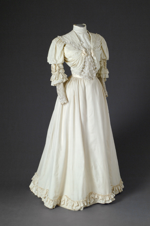 oldrags:  Wedding dress, 1900's the Netherlands, Mode Museum