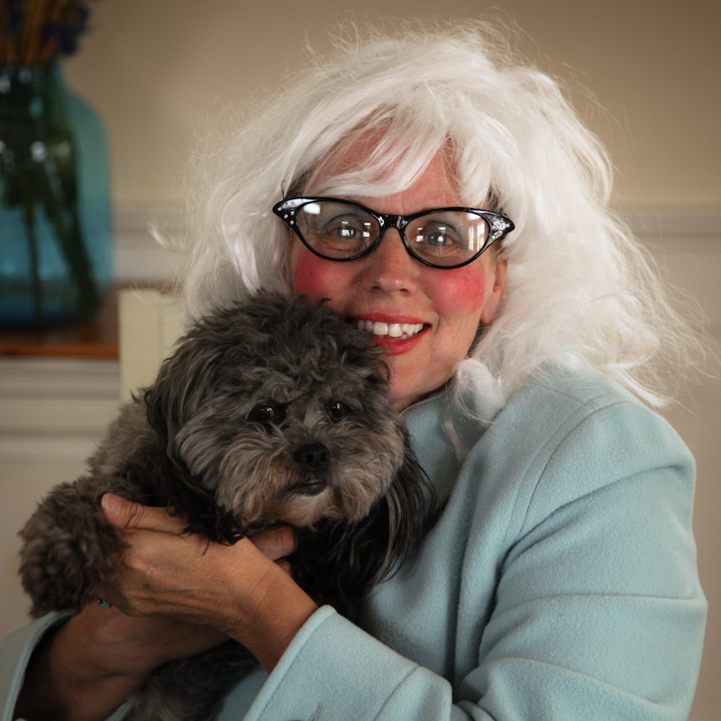 HAPPY BIRTHDAY MOM!!! I think this picture of my mom and Toby, her dog/cat hybrid, probably explains a lot about why I am the way I am. Keep on being awesome Pammy!