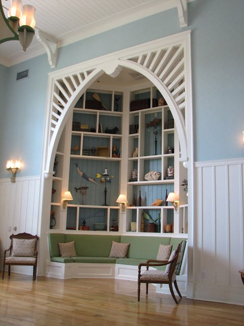 Alcove with shelving and built-in seating