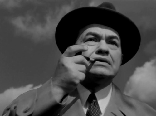 (via Edward G. Robinson « Dr. Insermini against the world) en The Stranger (1946).