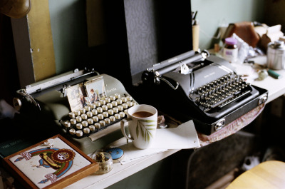 meganmcisaac:  my current desk situation.portland, oregon.october 2011.