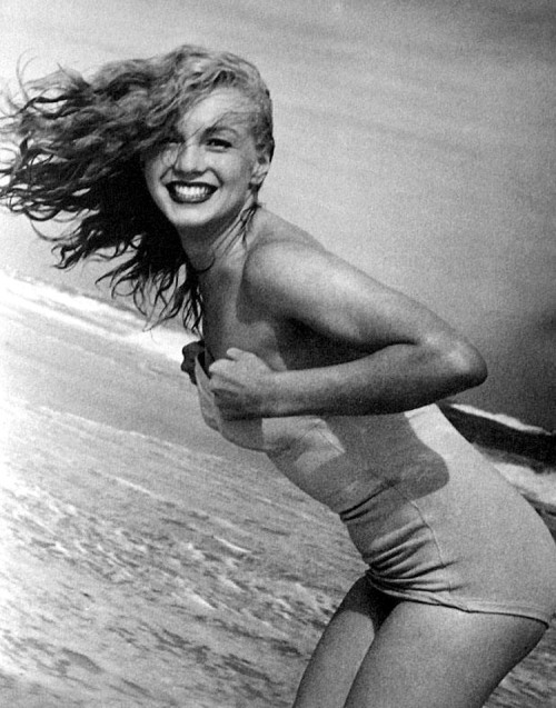 suicideblonde:  Marilyn Monroe photographed by Andre de Dienes