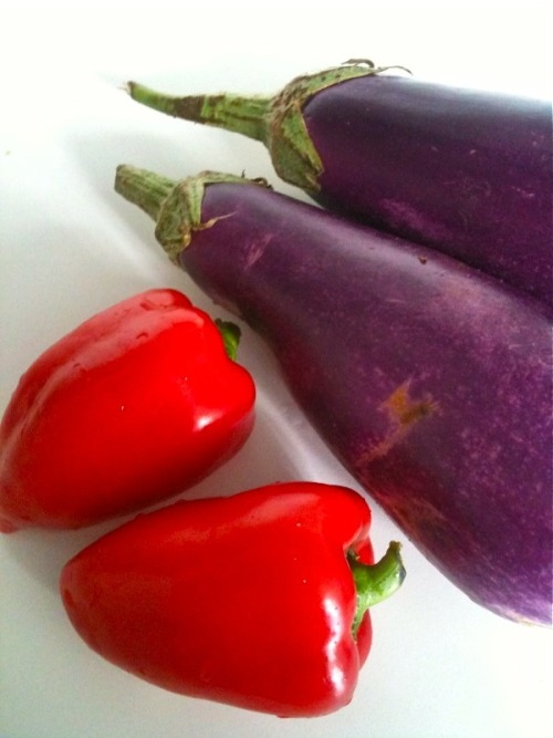 Flaming red lipstick peppers and purple eggplants from the Farmer's Market. It was the first time I've heard or tasted the peppers. They are sweeter than normal bell peppers and have great color. Definitely want to go back for more. Both were great to the ratatouille I made tonight.