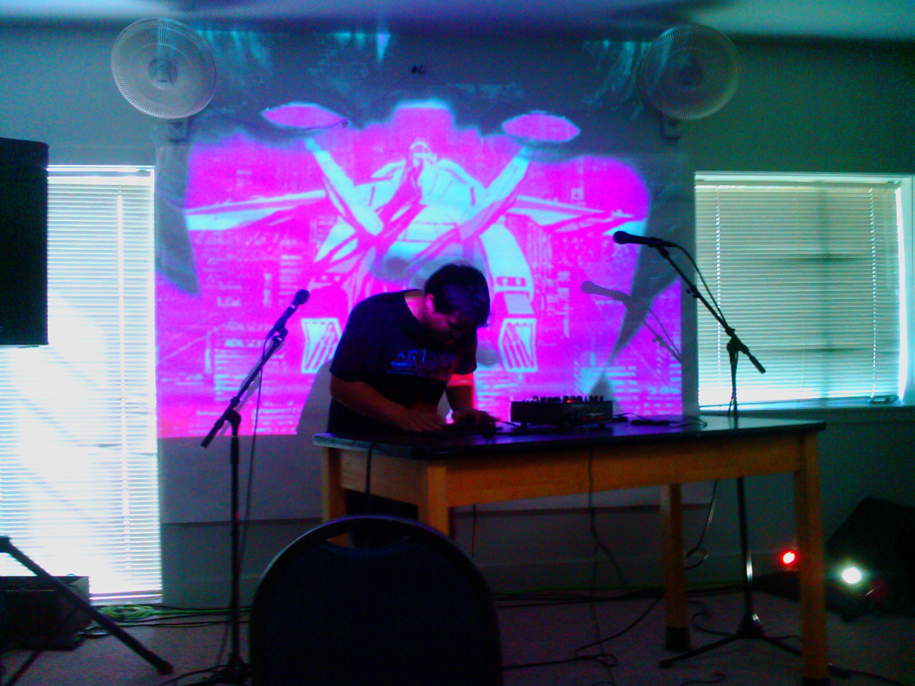 E.N.Cowell performing with Starpause on visuals