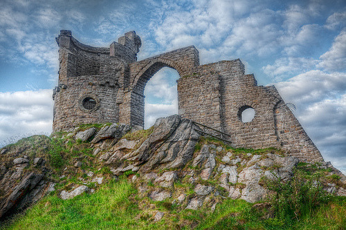 Magical folly at Mow Cop (by linden.g)