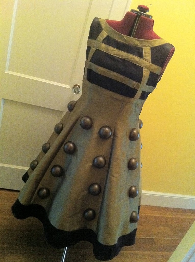 eddplant:  boballthetime:  Dalek dress by somevelvetmorning  Yet another costume I'd love to have for ComicCon…le sigh.  w ow  So much need for a dress I'd only wear ALL THE TIME