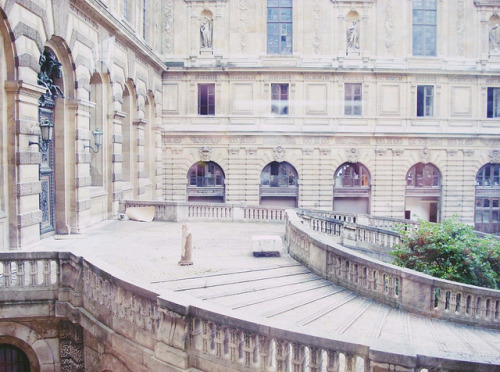 ysvoice:  untitled by mau freedom on Flickr. | ♕ | Le Louvre, Paris