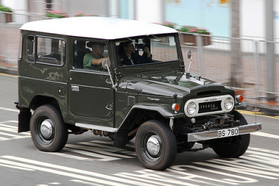 carpr0n:  Emergency team Starring: Toyota Land Cruiser (by Daryl Chapman - Bauhinia photography)