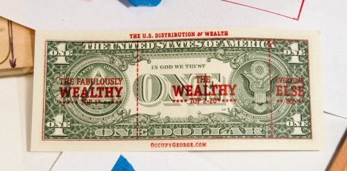 good:  curiositycounts:  Occupy George circulates dollar bills stamped with fact-based infographics about economic disparity  #visualizewallstreet