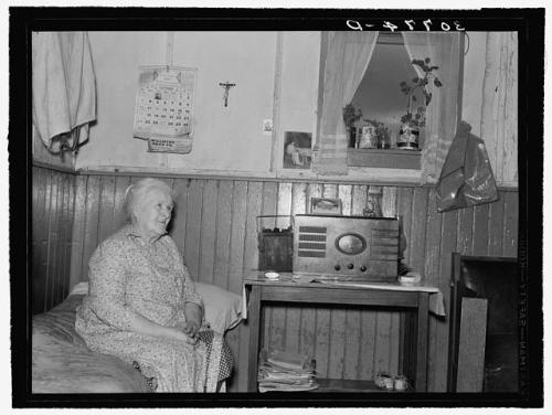 Mother of John Lynch, farmer, Williams County, North Dakota. She was one of the earliest homesteaders. Lee, Russell, 1903-1986, photographer. CREATED/PUBLISHED 1937 Oct.