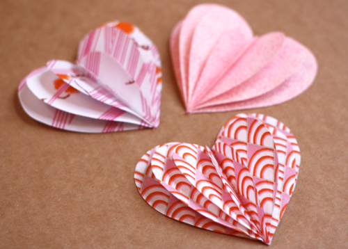 craftyspice:  DIY Fabric Hearts Garland Valentine's Day may still be months away, but hearts are always in season :) Use these for easy and simple decor in your room, or use them for an alternative to streamers at your next birthday party!