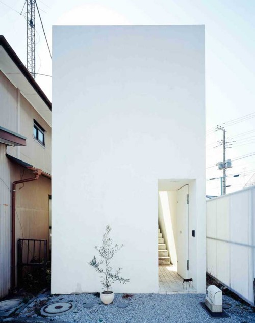 mini-mal-me:    Yokohama Residence by Takeshi Hosaka Architects