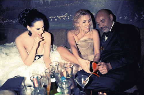 awesomepeoplehangingouttogether:  Dita Von Teese, Scarlett Johansson, and Christian Louboutin