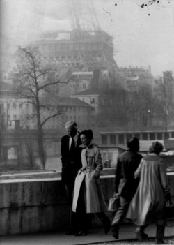 Hubert de Givenchy and Audrey Hepburn strolling in Paris (1950's).