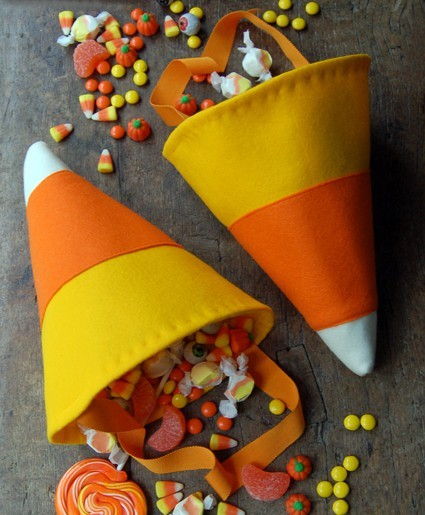 Candy Corn Trick or Treat Bags Halloween celebrates many things, ghosts and goblins, the crisp Fall  weather, and of course candy! Click here for tutorial!