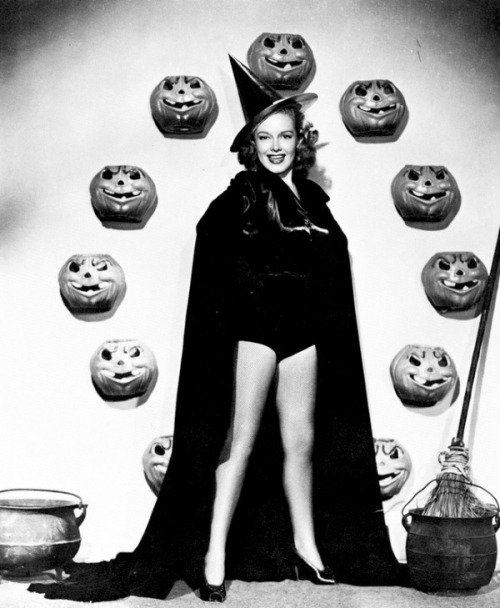 Virginia Welles Halloween pinup