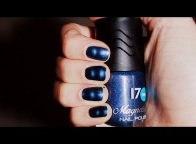 Tried any of the magnetized nail polishes on the market yet? I hadn't but then Boots 17 sent me this blue to try and I'm loving the effect of the magnet on the polish!