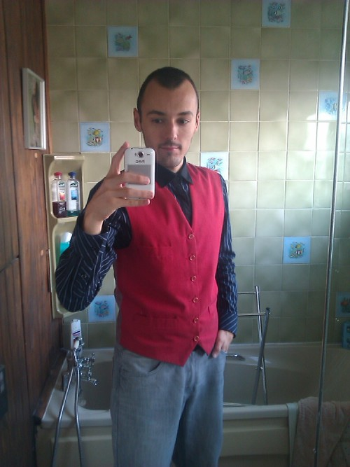 Bought this waistcoat yesterday so thought I'd dress up to show it off. I look like I should be in Ace Attorney :D