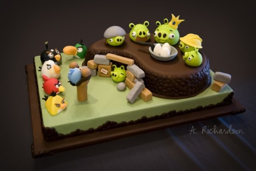 homedesigning:  Yummy. More Angry Birds madness here.