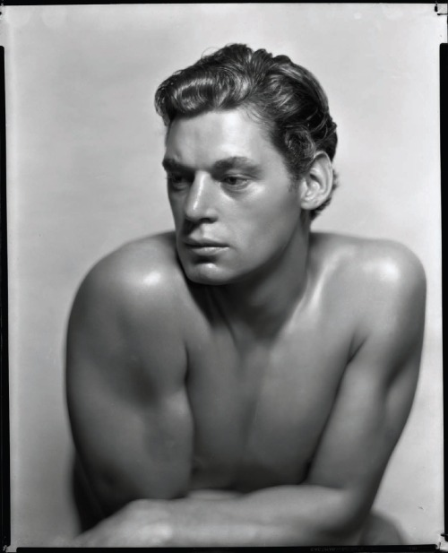 George Hurrell: Johnny Weismüller in Tarzan The Ape man (MGM, 1932).