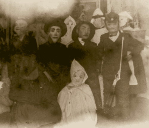 Victorian Halloween If I saw this group at my door….good God