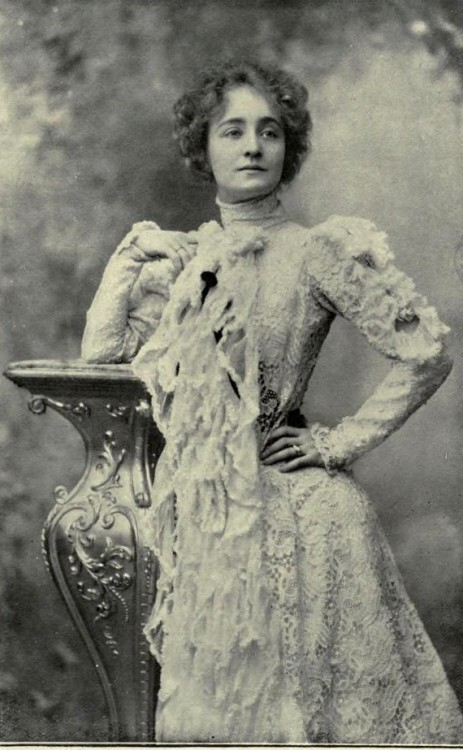 Early 1900s  Stage beauty.