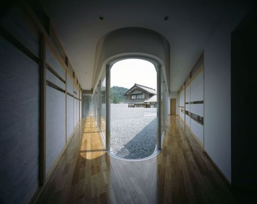 Room with a view! plus many more… Horizontal House, Shiga, JP | Eastern Design Office     Read and see more at Choices, Architecture & Design Blog