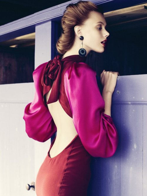 Love this 1940s inspired photo from Elle Sweden. This dress is perfection!  thelingerieaddict:  Perfect photo. thepinupnoire:  Definitely can picture this dress on me :)