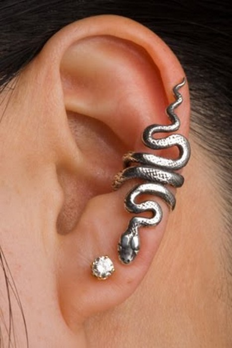 trueloveisfate:  this is fuckin' sexy !  I WANT THIS EARRING - PART 2!!!