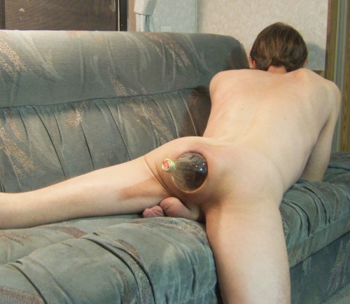 barebackfan:  This guy has an amazing hole. Wow.